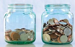 Frascos con monedas