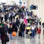 Llegan más turistas en avión