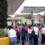CNTE toma gasolineras en Oaxaca y regala diésel