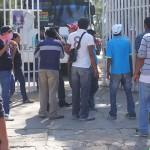Taxistas retienen autobuses en Oaxaca e impiden que den sus servicios