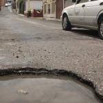 Baches desgastan presupuesto de municipios
