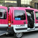 Presentan taxis para grupos vulnerables en el DF
