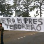 Pobladores exigen la destitución de alcalde de Santiago el Pinar