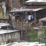 Población pobre lejos de programas sociales: Coneval