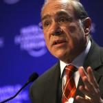 Gobierno compra con hasta 37% de sobreprecio: OCDE