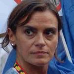 Se desnuda candidata a alcaldía española en propaganda