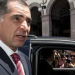 Acompañantes de Gabino Cué presumen 'cobijas' de billetes