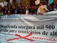 Alcaldes de Chiapas, Guerrero y Oaxaca se manifiestan frente a SHCP