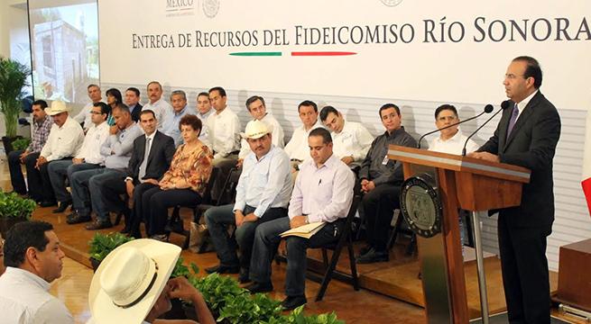 Siete_Alcaldes_benefician_Rio_Sonora_Alcaldes_de_México_Julio_2015