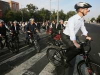 Políticos viajan en bici y transporte público en Día Mundial sin Auto