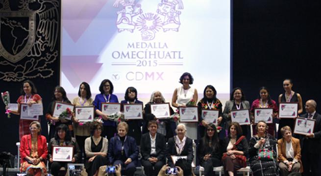 Medalla_Omecihuatl_Inmujeres_DF_Alcaldes_de_Mexico_Octubre_2015