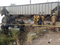 Tren arrolla un autobús de pasajeros en Mazatlán