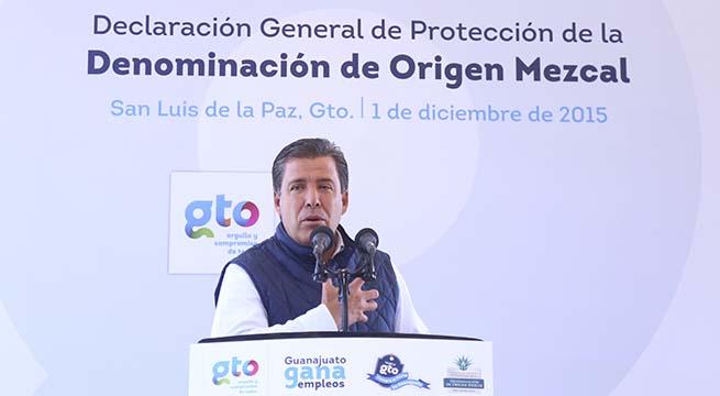 Mineral_Pozos_Recibe_Denominacion_Origen_Mezcal_Alcaldes_de_Mexico_Diciembre_2015