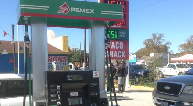 Pemex_abre_primer_gasolinera_Houston_Alcaldes_de_Mexico_Diciembre_2015