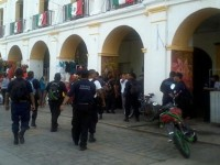 Policías de Juchitán mantienen paro; edil no ha pagado aguinaldo