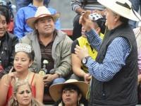 Alcalde de Chilpancingo arroja dinero en efectivo a los asistentes en evento