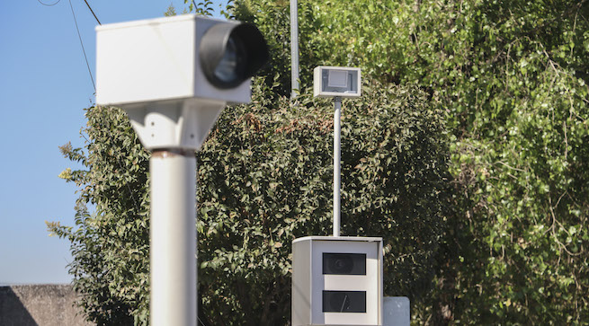 MÉXICO, D.F., 15DICIEMBRE2015.- A partir de hoy operan los radares para sancionar a automovilistas que excedan los limites de velocidad permitidos en las principales avenidas de la ciudad, esto por la entrada en vigor del nuevo reglamento de transito de la capital. FOTO: SAÚL LÓPEZ /CUARTOSCURO.COM