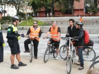 """España realiza deportación """"exprés"""" de mexicano por pasarse un alto en bicicleta"""