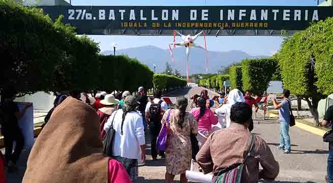 Frenan_encuentro_comision_Ayotzinapa_con_militares_Alcaldes_de_Mexico_Febrero_2016