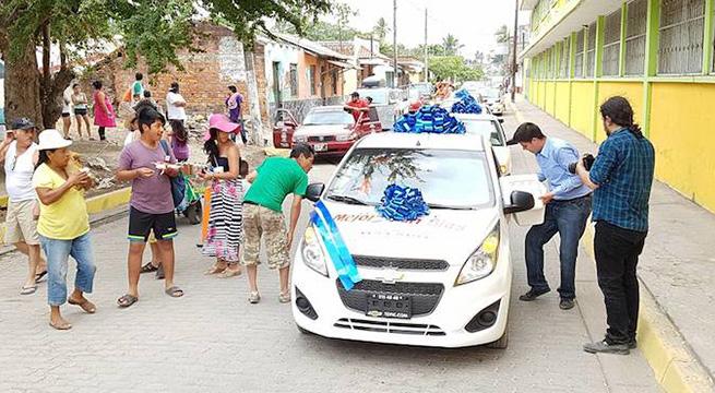 Alcalde_San_Blas_regala_autos_Alcaldes_de_Mexico