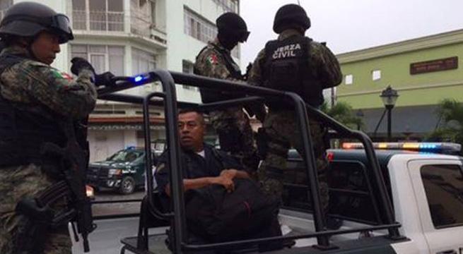 Detienen_a_policias_municipales_de_Papantla_Alcaldes_de_Mexico_Marzo_2016