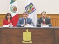 Piden licencia funcionarios de Nuevo León que recibían doble salario