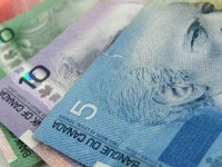 Gobierno propone pagar mensualidad a los ciudadanos… en Canadá
