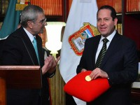 """Eruviel Ávila se otorga premio por su """"inagotable esfuerzo"""" y """"honorabilidad"""""""
