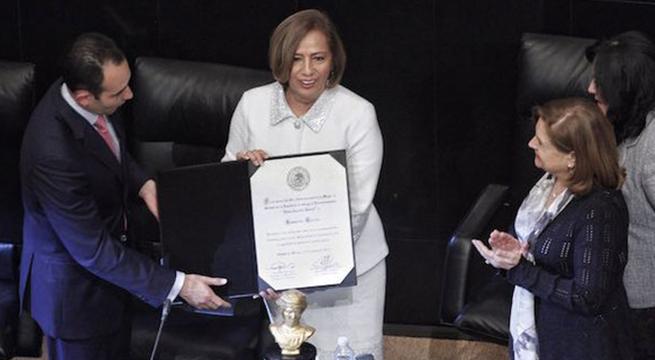Recibe_medalla_Rosario_Marin_Alcaldes_de_Mexico_Marzo_2016