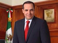 Alcalde de Sinaloa paga casi 100 mil pesos por foto oficial