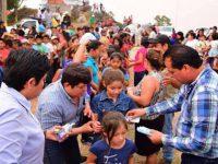 """Alcalde en Chiapas reparte billetes de 20 pesos para """"evitar que muera de hambre"""" el pueblo"""