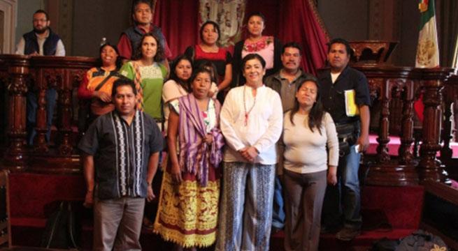 Diputada_aconseja_a_indigenas_vender_nopalitos_y_artesanías_Alcaldes_de_Mexico_Abril_2016