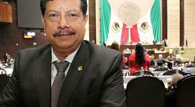 Hijo_diputado_quema_billetes_para_encender_cigarro_Alcaldes_de_Mexico_Abril_2016