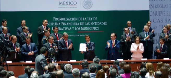 Promulga_Peña_Nieto_Ley_de_Disciplina_Financiera_Alcaldes_de_Mexico_Abril_2016