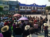 Granaderos desalojan a habitantes de Coyotepec que rechazan municipalización del agua