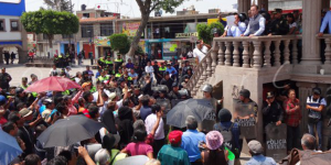 Grandareos_desalojan_habitantes_Coyotepec_rechazan_municipalizacion_agua_Alcaldes_de_Mexico_Mayo