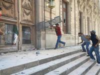 Manifestación deriva en destrozos al Palacio de Gobierno de Chihuahua