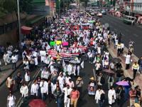 Médicos logran reunión con secretario de Salud, José Narro, tras protestas