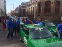 Taxistas ahuyentan de Congreso a diputado que presentaría ley para regular Uber en SLP