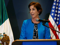 Muro de Trump no es factible ni positivo: Roberta Jacobson