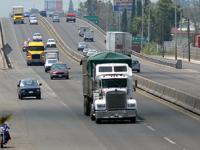 Leyes estatales de transporte imponen barreras a la competencia: COFECE