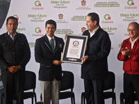 Edomex logra certificado Guinness World Records por reciclaje de llantas