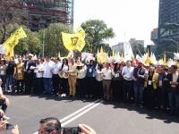 Marchan alcaldes del PRD hacia Los Pinos contra recorte presupuestal a municipios