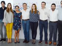 Miguel Ángel Yunes presenta a integrantes de su gabinete