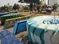 Rescatan espacios públicos con materiales reciclados