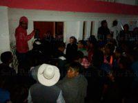 Pobladores intentan linchar a alcalde y policías municipales de Molcaxac, Puebla
