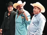 """Alcalde """"Layín"""" regala $50 mil en concierto mientras adeuda sueldo a trabajadores"""
