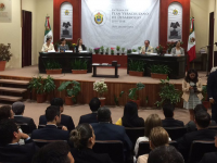 Miguel Ángel Yunes entrega Plan Veracruzano de Desarrollo al Congreso local
