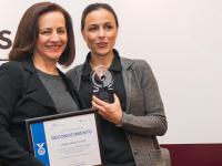 COFECE otorga Premio de Periodismo a Norma Pérez Vences, directora de Alcaldes de México