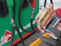 Mantener precio de gasolinas fue decisión política, reconoce la SHCP
